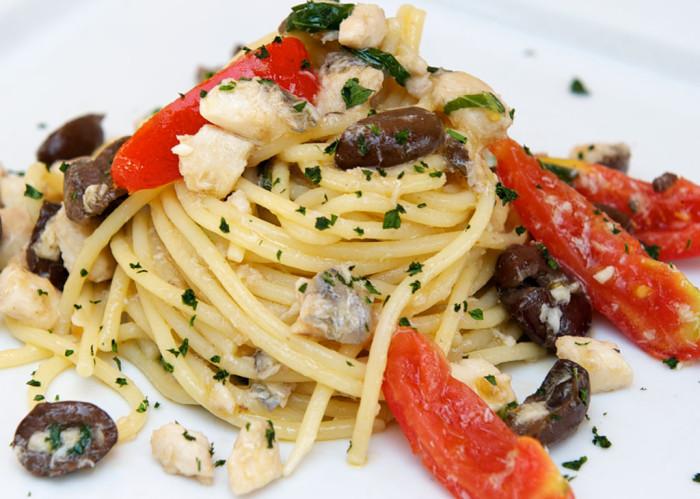 spaghetti-al-sugo-di-merluzzo